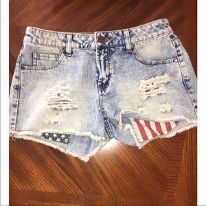 New! Red white and blue destroyed shorts denim